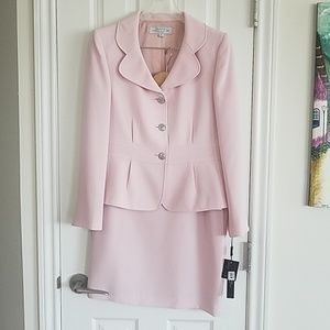 Tahari 3 button suit. Vintage pink. NWT